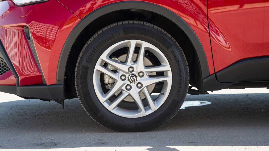 Более высокий профиль шин улучшает мягкость хода Тойоты