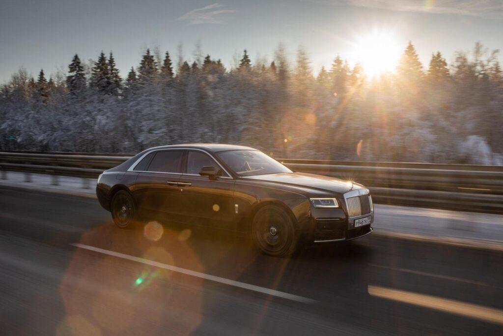 Разгон Rolls-Royce Ghost до 100 км/ч составляет 4,8 секунды