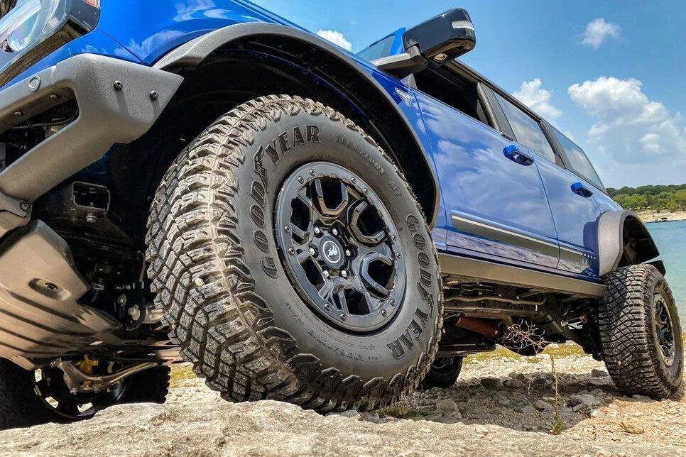 Опция внедорожного пакета – шины с размерностью 315/70 R17