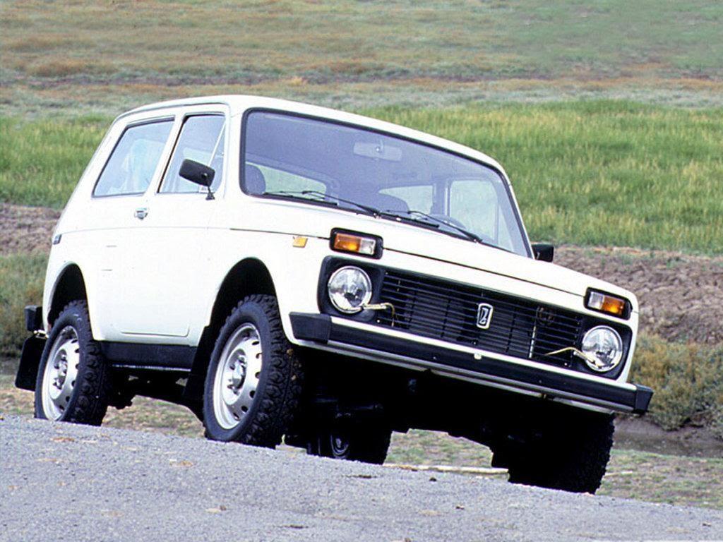 Несмотря на 40 лет, прошедших с начала производства, с любого ракурса Лада Легенд мало отличается от первой «Нивы» ВАЗ-2121