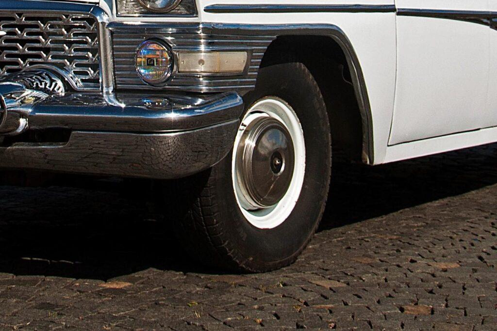 Подвеска работает эффективно на гладкой дороге и неровной брусчатке