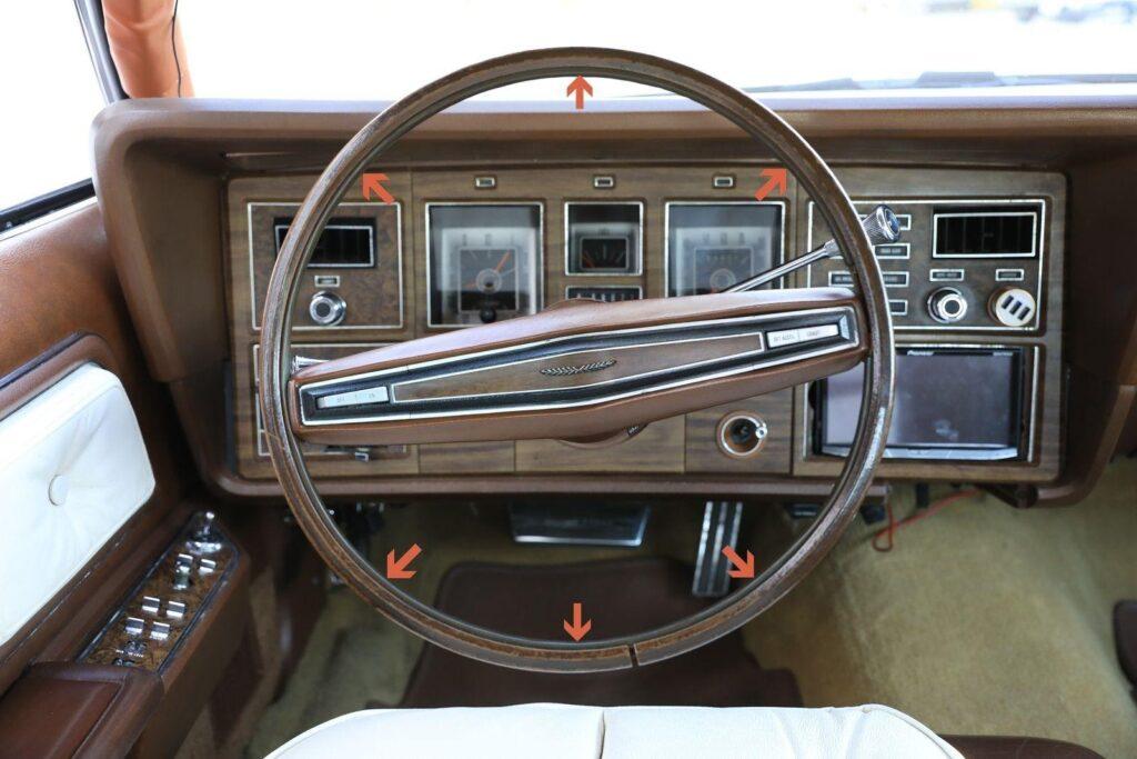 Оригинальное инженерное решение – звуковой сигнал включается нажатием на резиновую ленту внутри обода рулевого колеса
