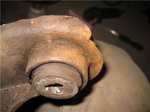 Замена сайлентблоков переднего рычага рено логан своими руками 43