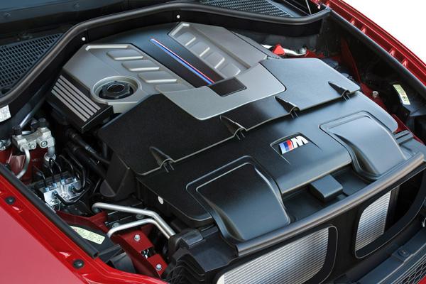 Доработанный двигатель V8 4,4 би-турбо выдает 555 л.с. против 407 в стандартной.