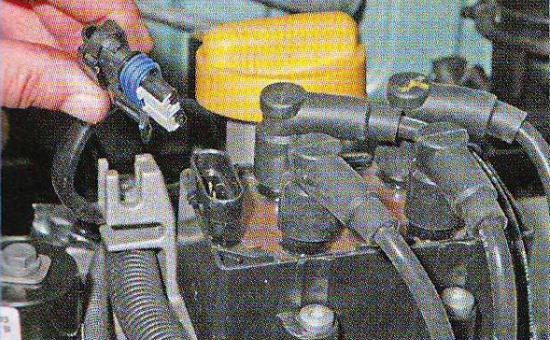 Замена катушки зажигания на Рено Логан