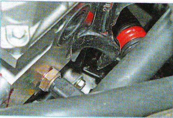 Где находится датчик охлаждающей жидкости на рено логан 22