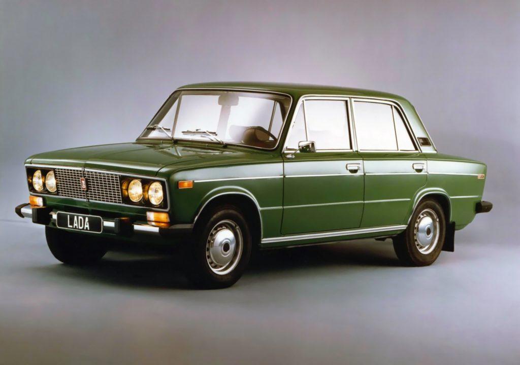 На втором месте по популярности оказался ВАЗ-2106