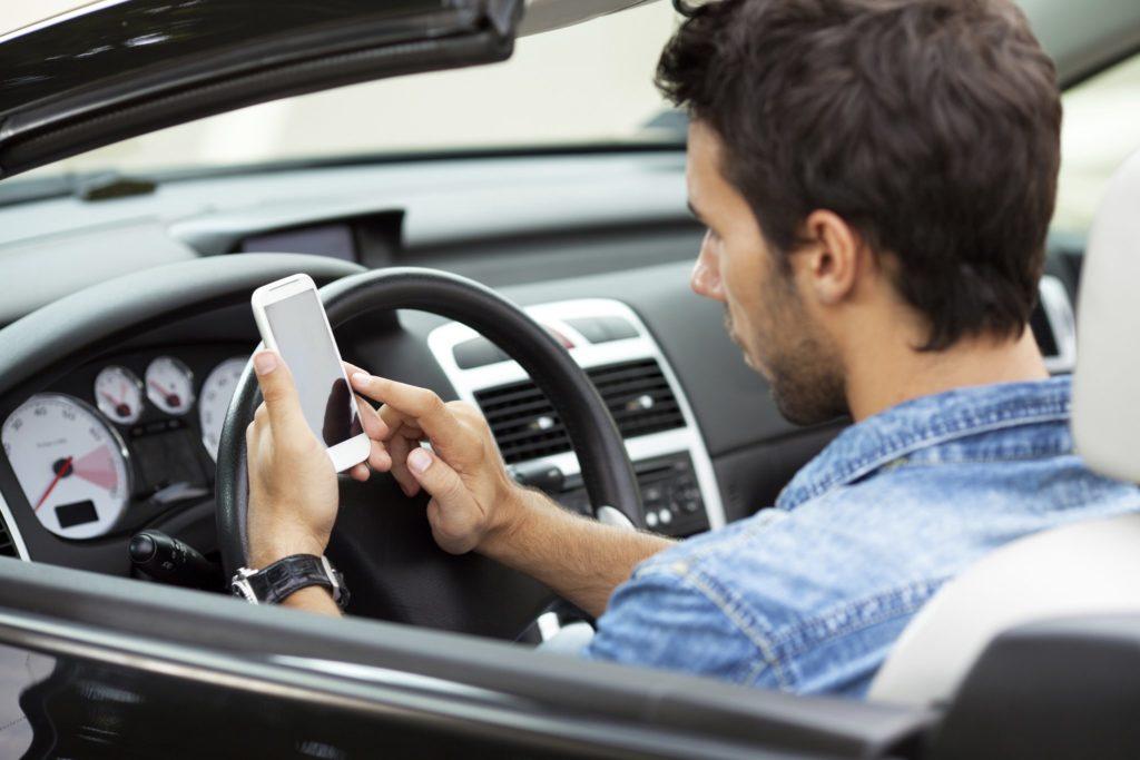 Ожидается, что полученные благодаря новым камерам штрафы за разговоры по телефону за рулем, будут поступать владельцу автомобиля на его электронный адрес
