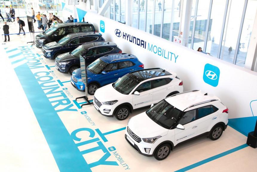Для российских клиентов доступны следующие модели Hyundai: обновленный седан Sonata, паркетники Creta, Tucson, Santa Fe, а также минивэн H1