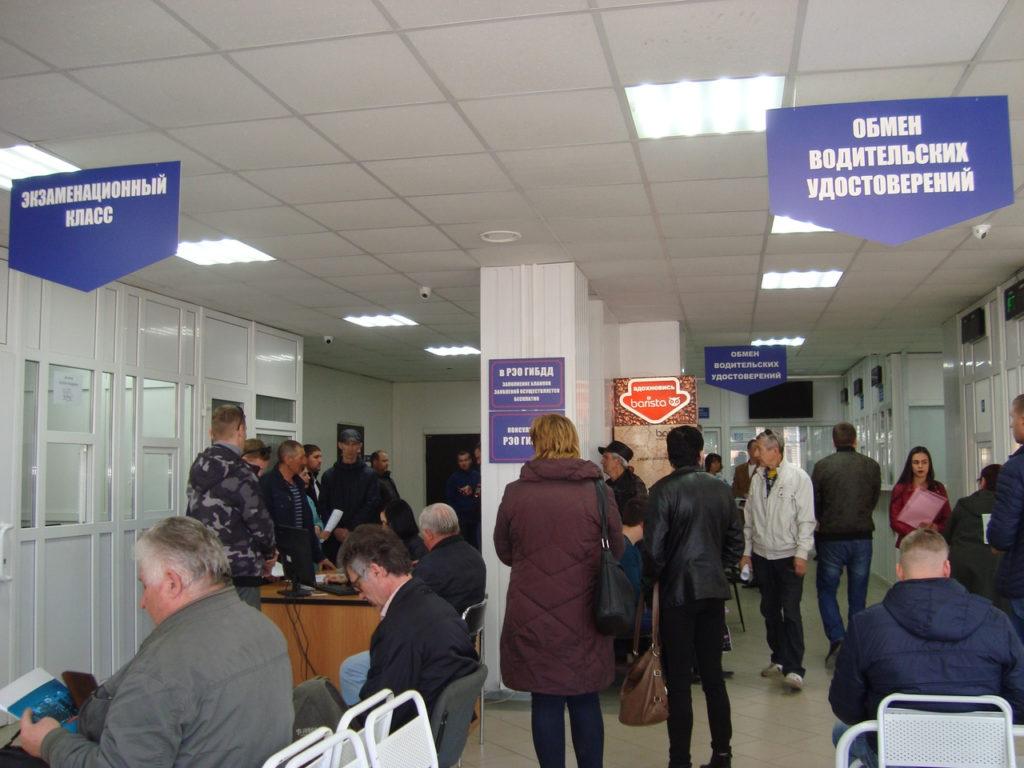Размер штрафа за нарушение десятидневного срока постановки автомобиля на учет в ГИБДД составляет на данный момент от 1 500 до 2 000 рублей