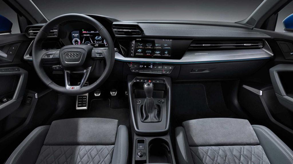 Автомобили будут оснащены цифровой приборной панелью, 26-сантаметровым тачскрином управления мультимедийной системой