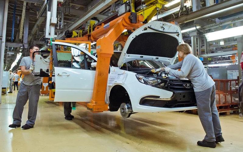 За 2017 год правительство приобрело 6 700 машин Lada