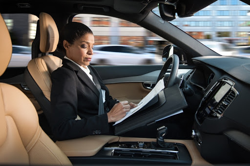 Системы безопасности автомобилей должны научиться контролировать человека, для того чтобы он не отвлекался от дороги