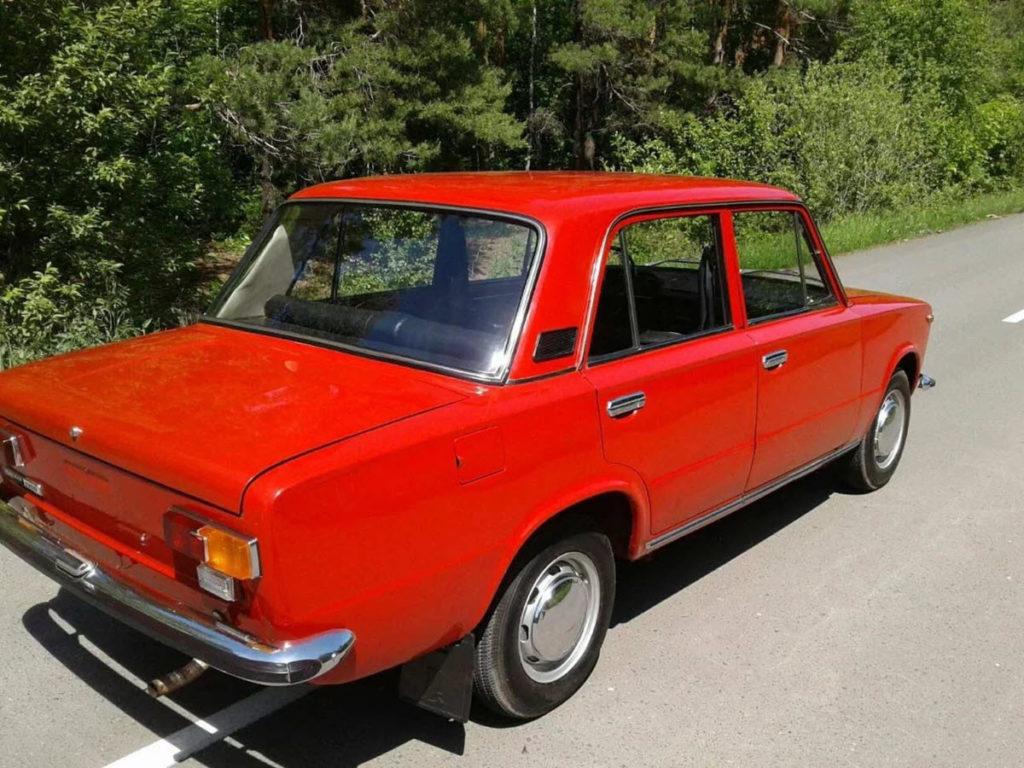 ВАЗ-21011, или в народе «копейка», классика советского автопрома, стала доступна для аренды в некоторых компаниях в Чехии