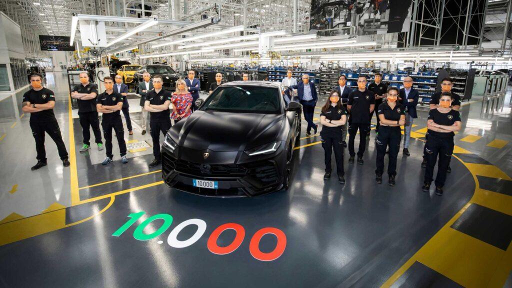 Юбилейный автомобиль был специально перекрашен в новый для марки цвет Nero Noctis Matt