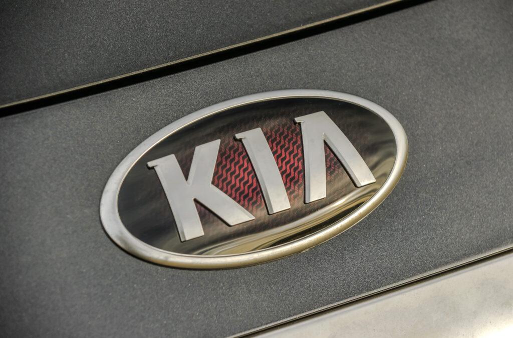 Текущий вид логотипа – три буквы, заключенные в овальную рамку, был придуман еще в далеком 1994-м году