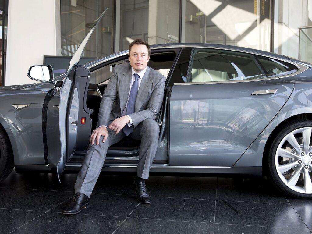 Как следствие теперь основатель Tesla Илон Маск может считаться самым богатым человеком в мире, ранее это звание принадлежало Джеффу Безосу – генеральному директору компании Amazon