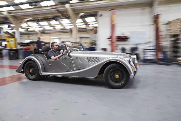 Последние годы на Morgan Plus 4 устанавливался 258-сильный 2-литровый четырехцилиндровый двигатель с турбонаддувом от BMW.