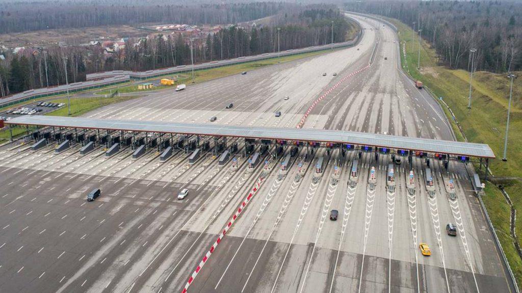 Водители в России стали меньше пользоваться платными трассами