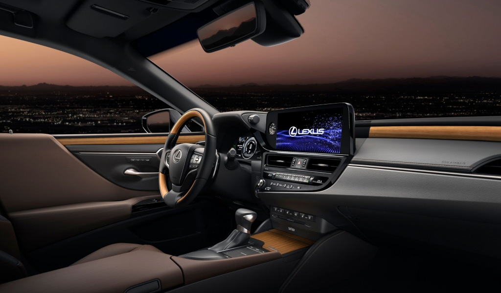 Салон нового Lexus ES
