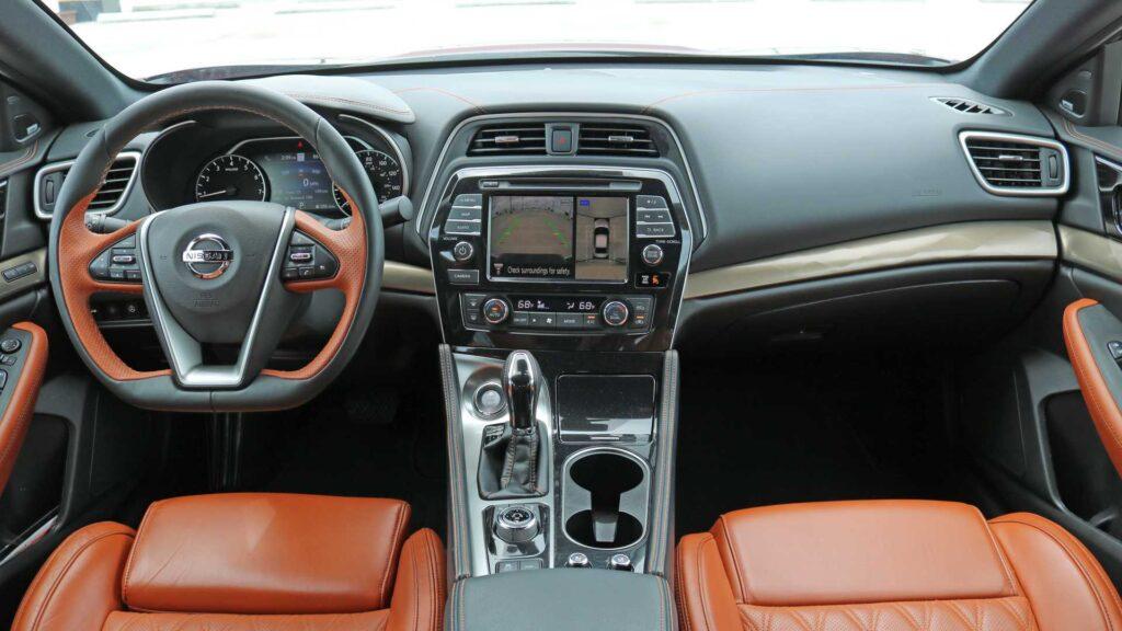 Салон Nissan Maxima
