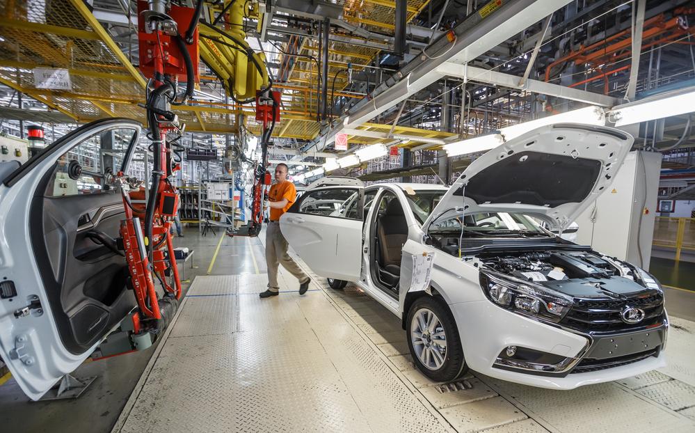 На данный момент руководством компании АвтоВАЗ принято решение о переходе на 4-дневную рабочую неделю на срок до полугода