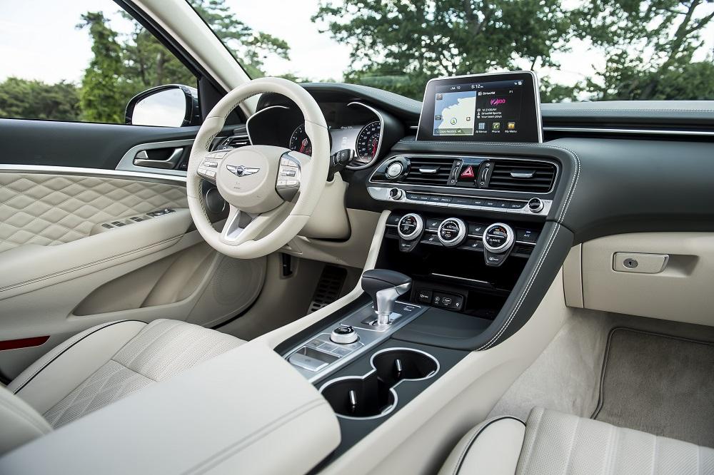 Система представляет собой ничто иное как датчик дактилоскопии, проще говоря отпечатка пальца, который установлен ровно за кнопкой запуска двигателя, куда так или иначе прикладывает палец водителя