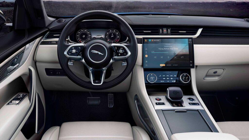 Известна новая информация о Jaguar F-Pace для России