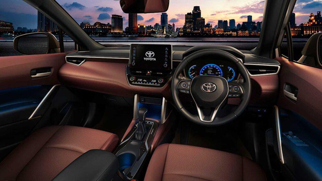 Салон Toyota Corolla Cross