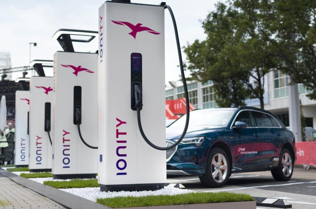 По заявлению их представителей помимо самого производства электрифицированных автомобилей они собираются активно внедрять элементы инфраструктуры