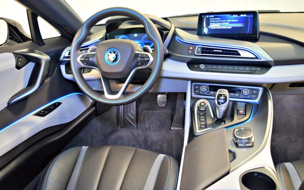 Салон BMW i8