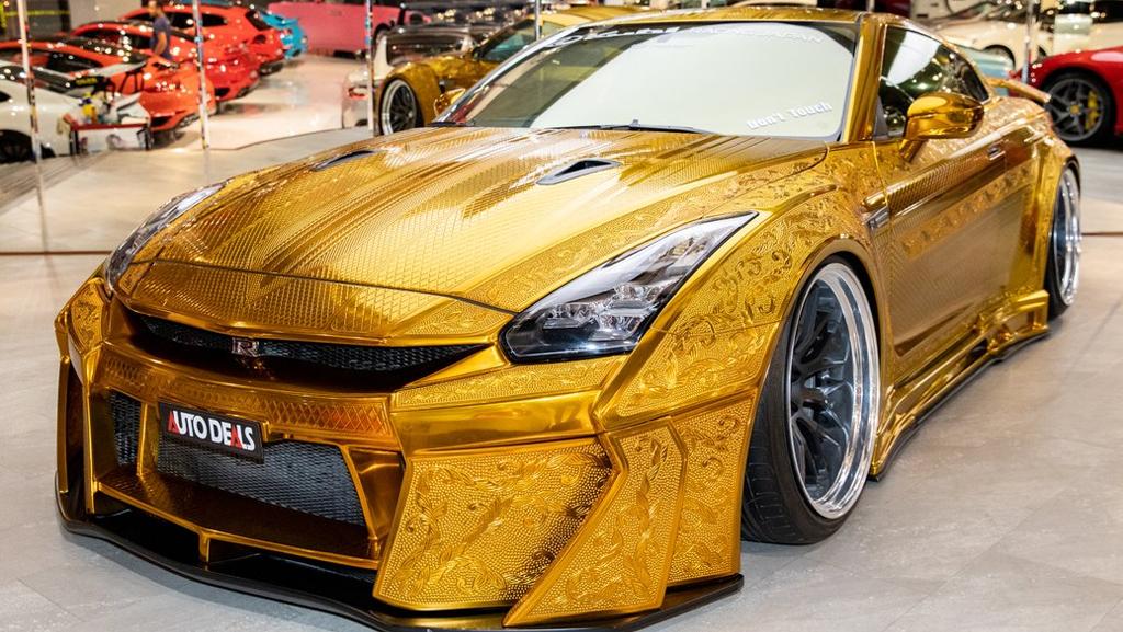 В Дубае на продажу выставили «золотой» Nissan GT-R за 32 млн рублей
