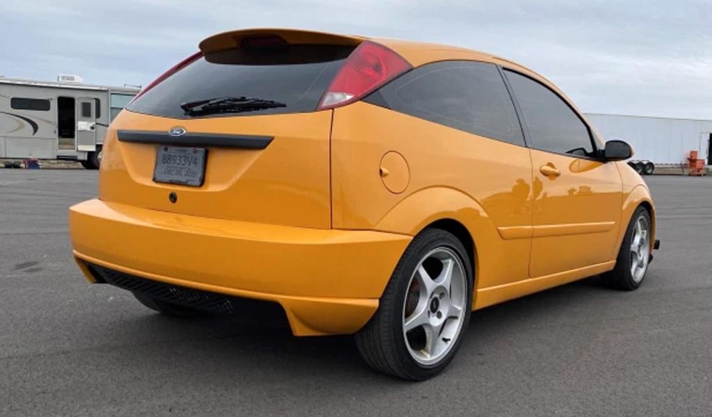 Ford Focus 2003 года с 5-литровым мотором V8 от Mustang