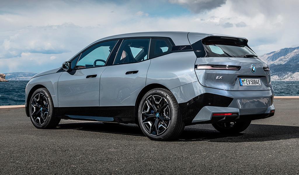 В России начался прием заказов на электрокроссовер BMW iX