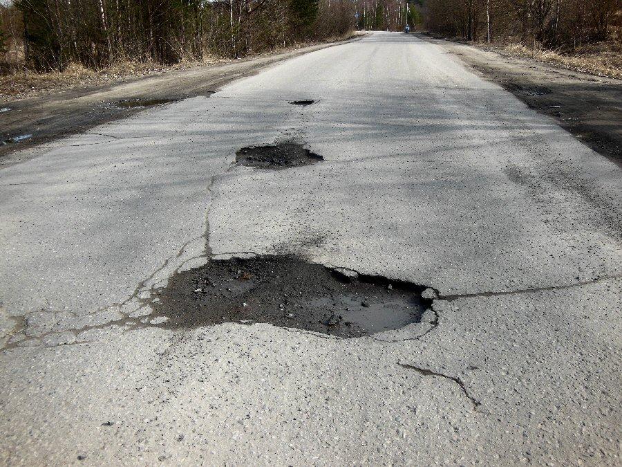 Более 500 000 рублей выиграл в суде российский автовладелец из-за ямы на дороге