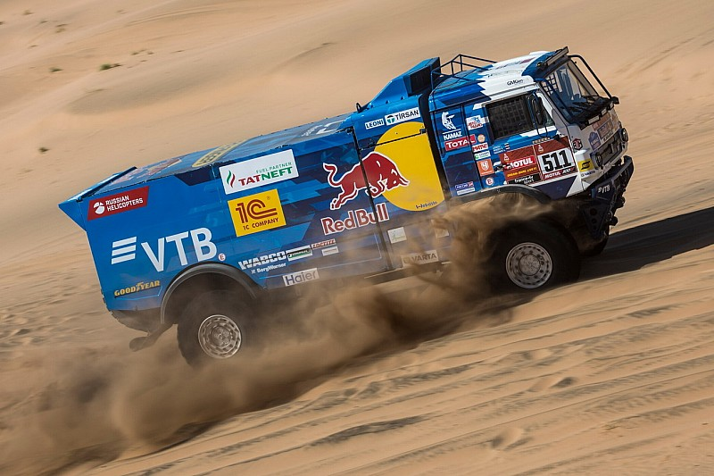 Знаменитая гонка Дакар как правило проводится в самом начале января, Саудовская Аравия уже второй год подряд принимает соревнования