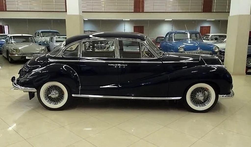 61-летний BMW 502