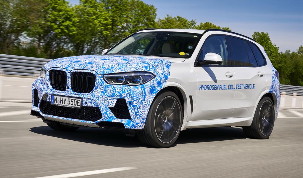BMW показала водородный кроссовер X5 во время испытаний