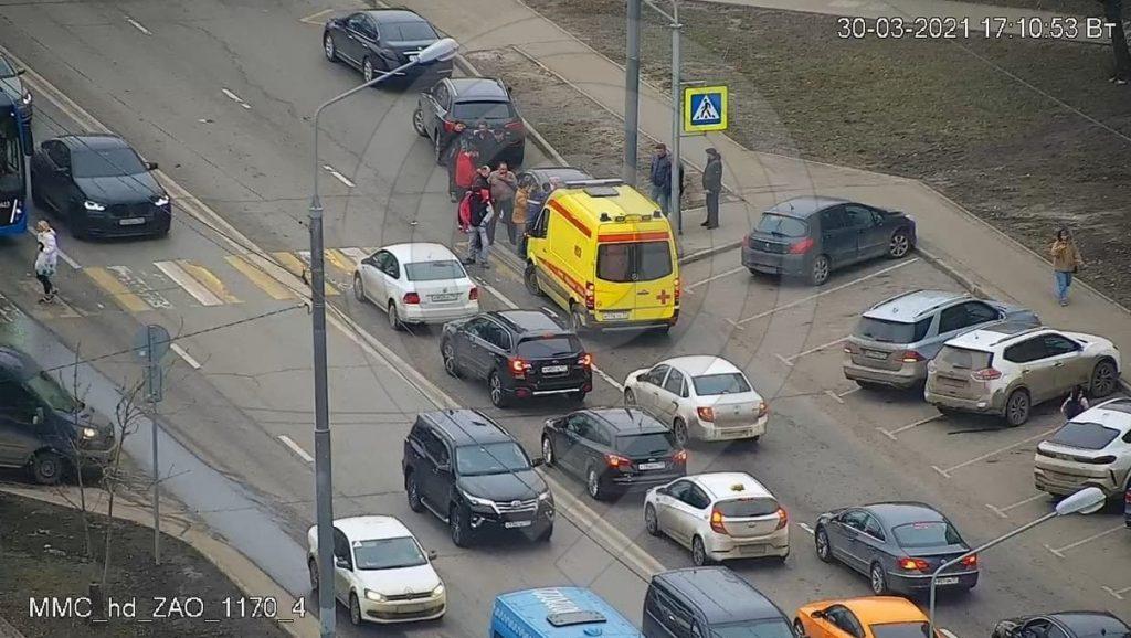 В Москве на пешеходном переходе иномарка сбила ребенка
