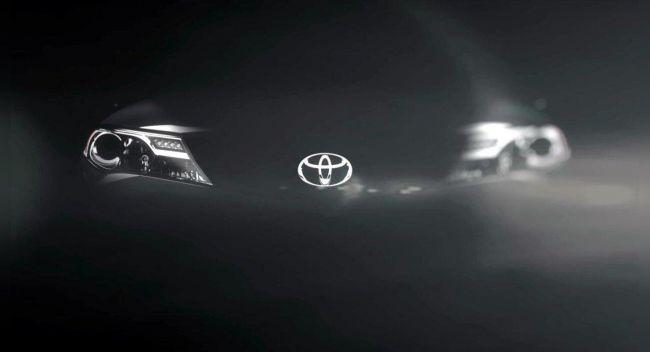 По заявлениям представителей компании, обновленный вид логотипа поможет ассоциировать бренд Toyota с современной и технологичной компанией