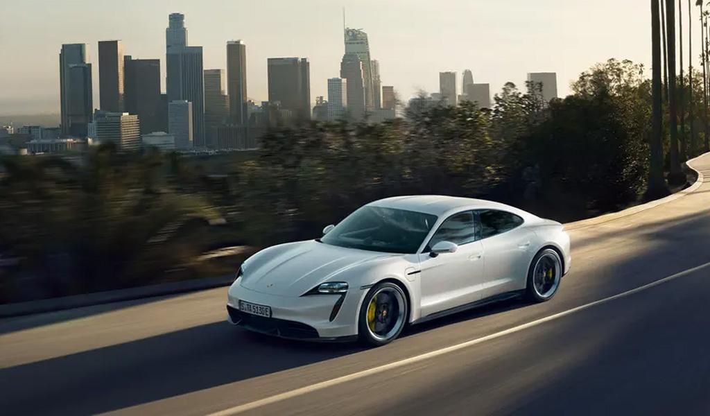 Самым продаваемым электромобилем в России стал Porsche Taycan