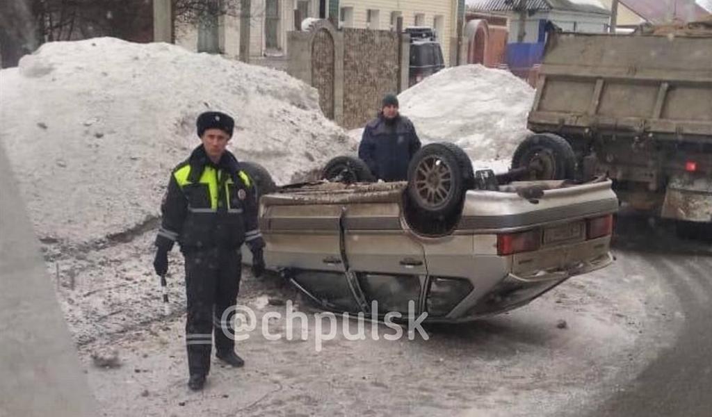В Ульяновске «Лада» перевернулась на крышу (Фото)