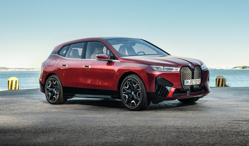 BMW рассказала о новом электрокроссовере iX, который привезет в Россию