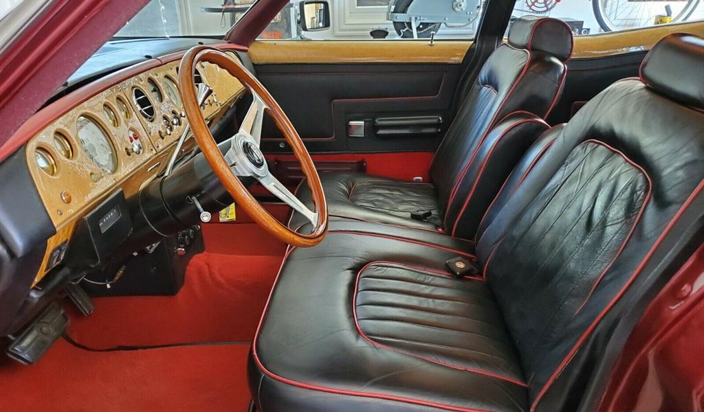 Скрещенный Rolls-Royce и Ford - салон