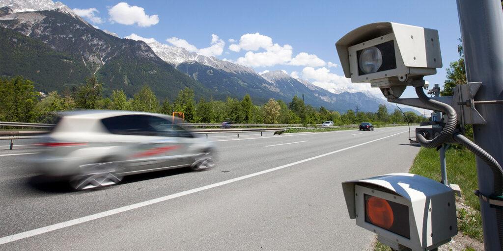 ГИБДД дали разъяснение о порядке фиксации и вынесении штрафов за нарушение средней скорости