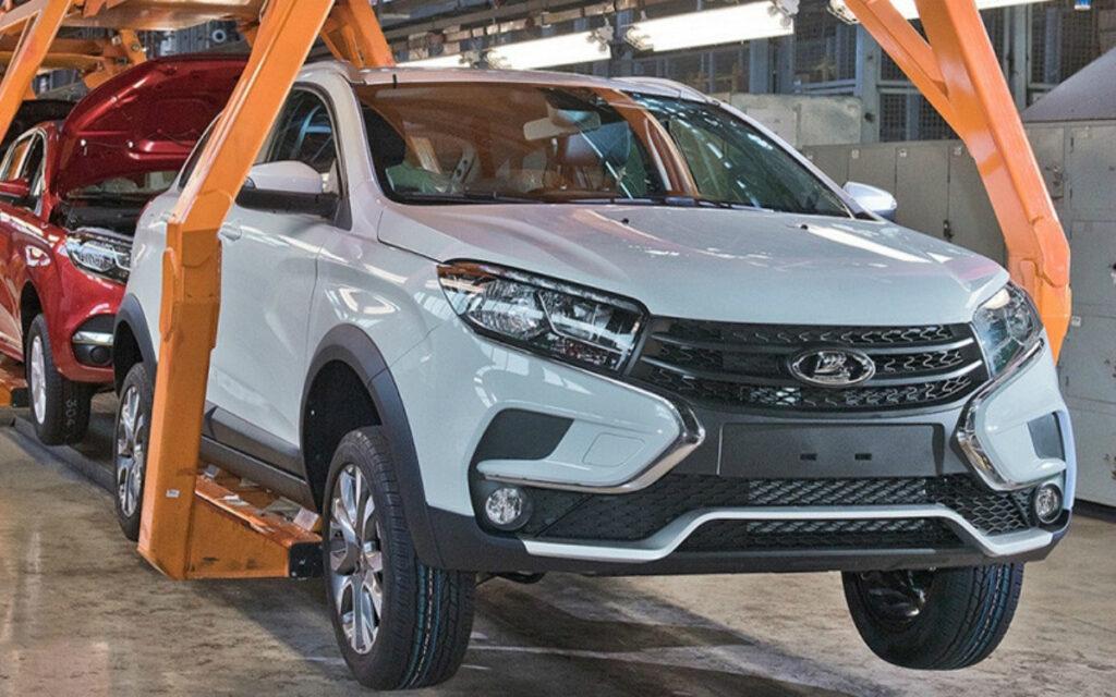 Российский власти закупят у отечественного автоконцерна 15 тысяч легковых машин
