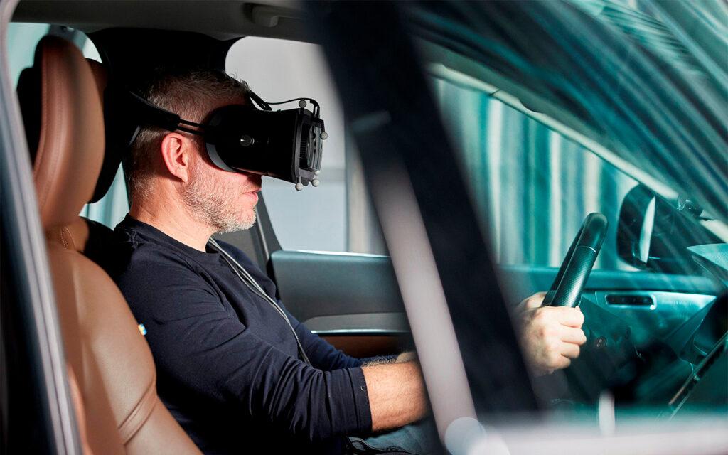 Интересно, что технология, разработанная компанией Volvo, работает не только так сказать в кабинетных условиях, но и в режиме реальной езды на автомобиле
