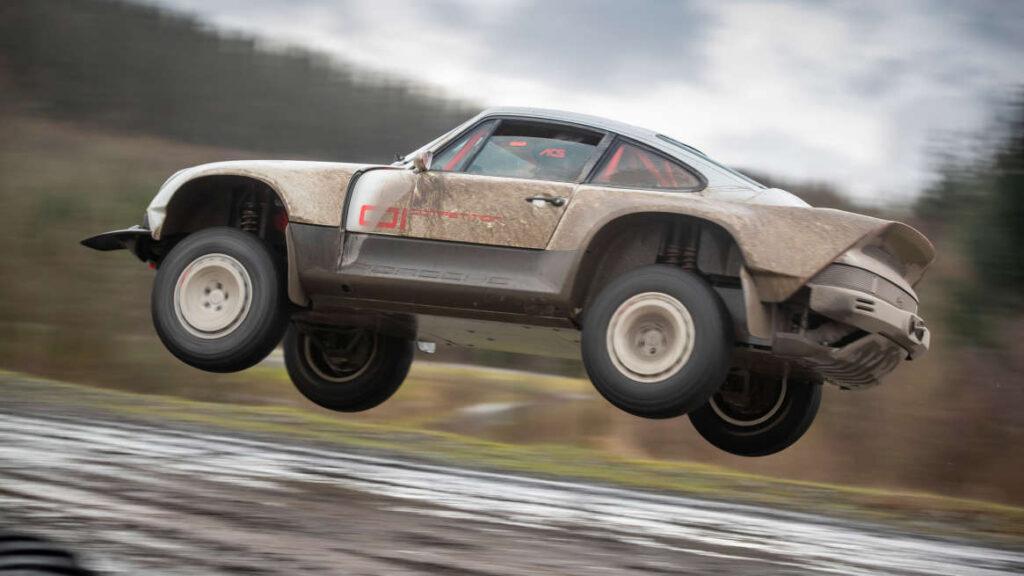 Автомобиль получил повышенную проходимость не просто так, его собираются приобщить к участию в реальных гоночных соревнования
