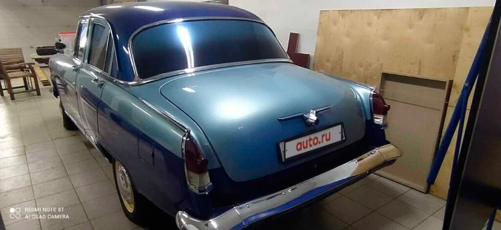 Базовая заводская версия такого автомобиля содержала бензиновый двигатель объемом 2.5 литра, мощность составляла 75 л.с.