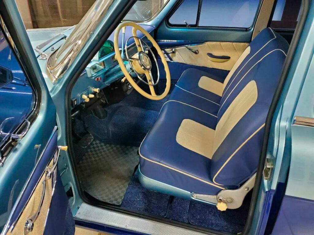 Сам автомобиль был выпущен в 1964 году, пробег его на данный момент составляет всего 100 километров